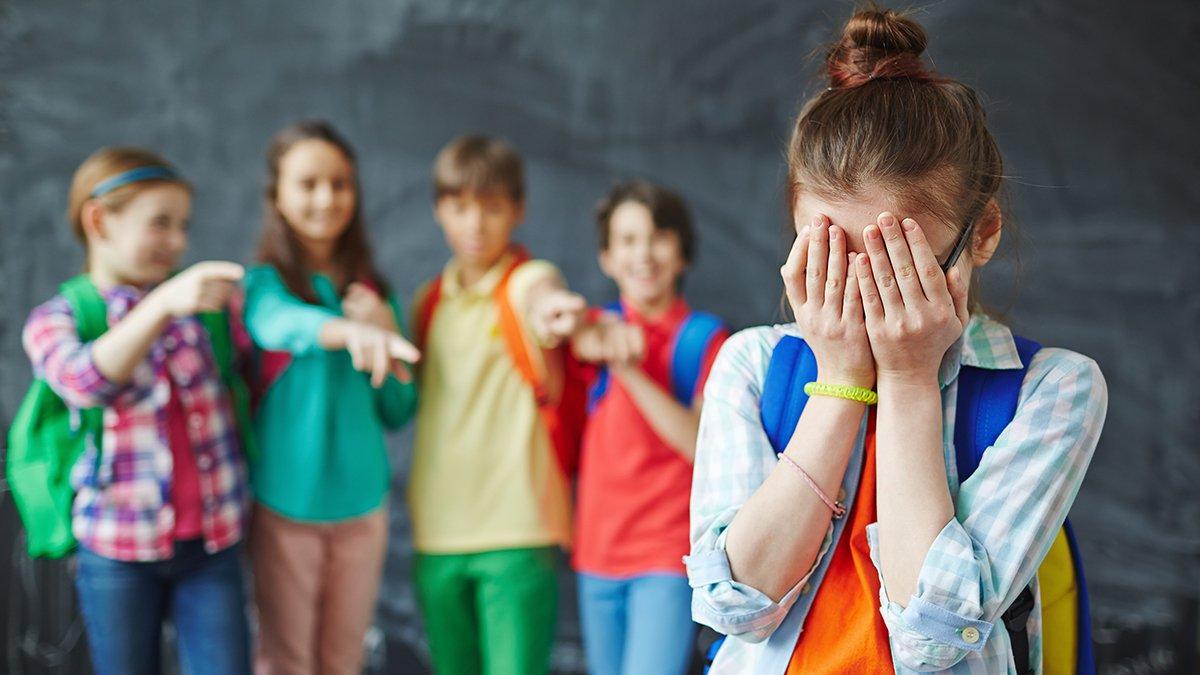 Bullismo. Nel mondo ne è vittima un bambino su tre. E l'Oms punta sulla scuola per combattere il fenomeno. Ecco il manuale