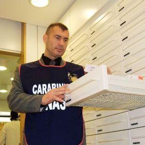 Carabinieri NAS Napoli: indagini su medicinali ospedalieri ad alto costo, famacista arrestato